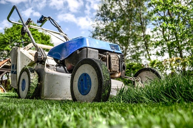mowing wet grass Lawn Mower